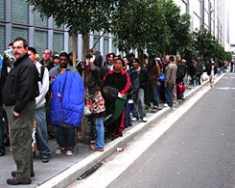 PlayStation 3 Fans Queue Up